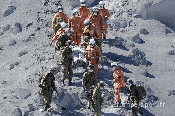 france japon soutien victimes irruption ontake