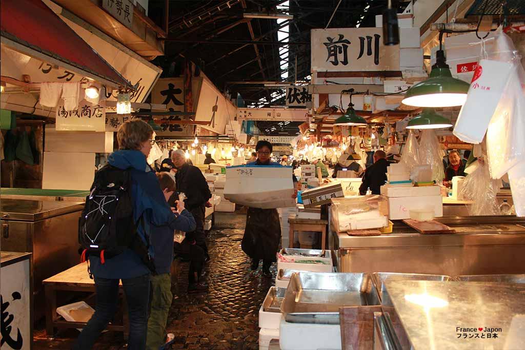 voyage japon marche poisson tokyo tsukiji