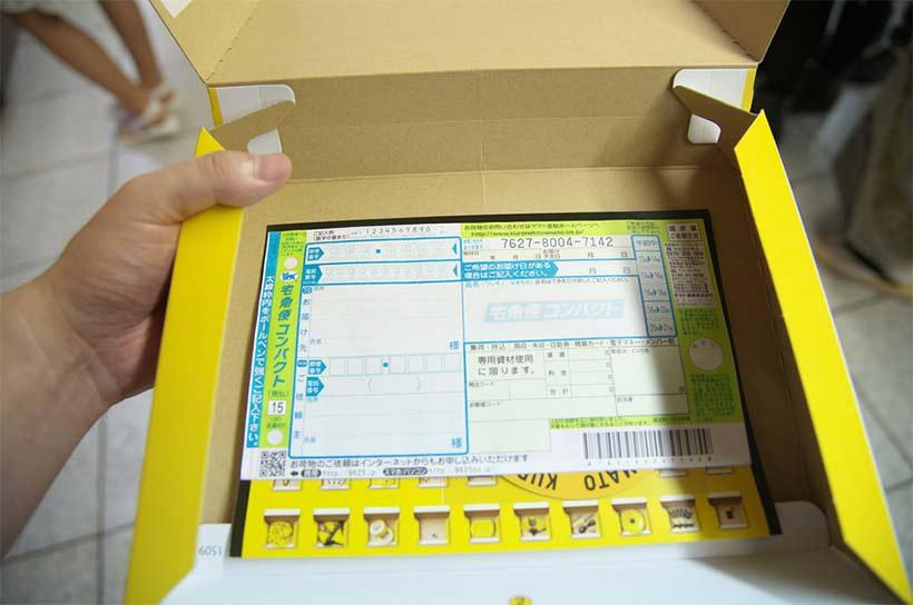 japon insolite chat geant offre cadeaux a la gare shinjuku tokyo yamato transport