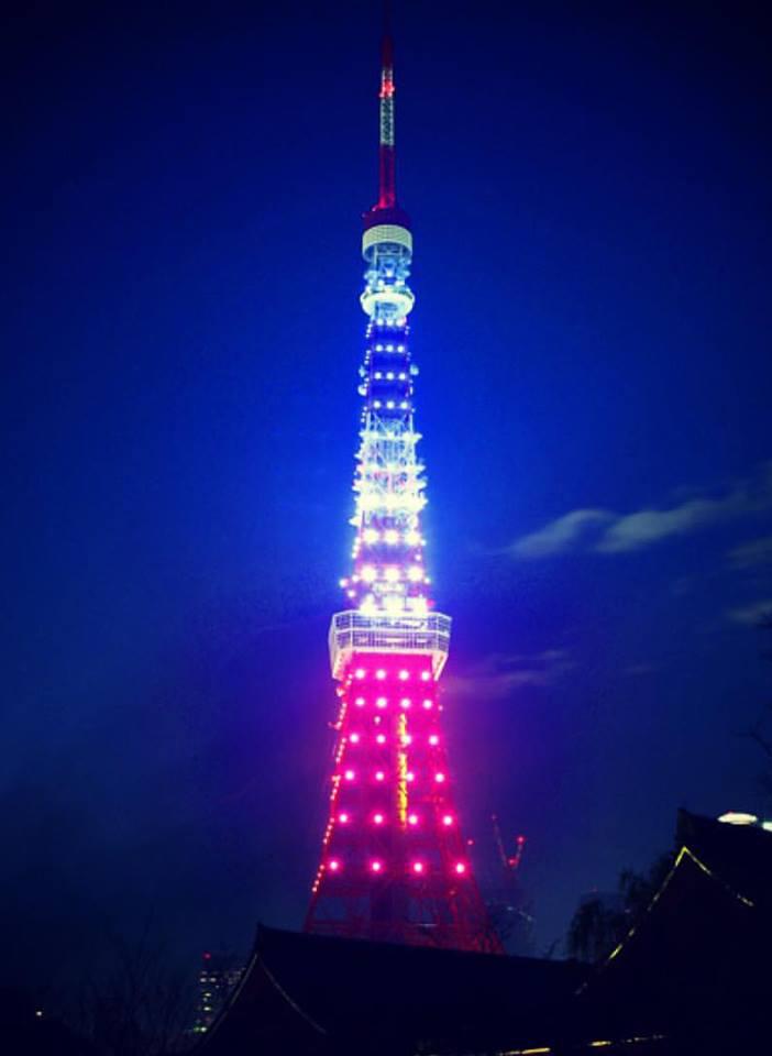 attentats 13 novembre a paris le japon se met aux couleurs de la france et nous offre un beau temoignage de solidarite
