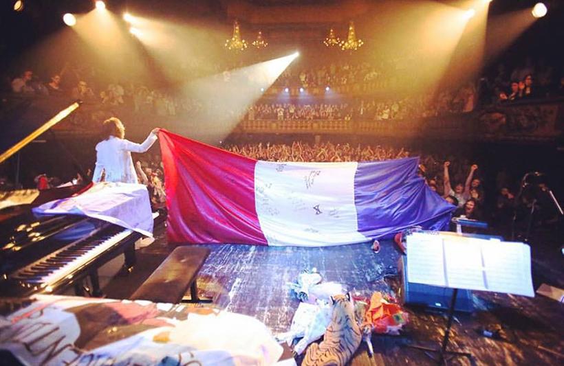 attentats 13 novembre a paris le japon se met aux couleurs de la france et nous offre un beau temoignage de solidarite Yôichi Masuzoe